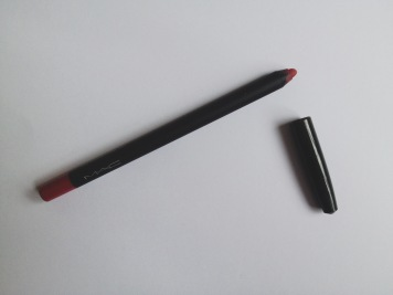 In Control lip liner