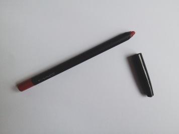 In Control lip liner